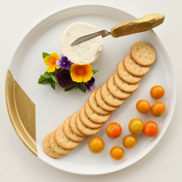 geometric-cheese-knife-and-plate